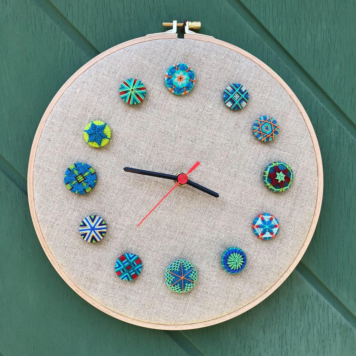 Knopf-Uhr